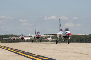 Thunderbirds display precision at America's air show
