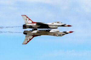 U.S. Air Force Thunderbirds perform a mirror-image maneuver during the 2017 Andrews Air Show